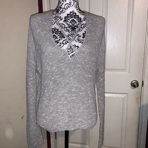 Criss cross gray vneck knit sweater